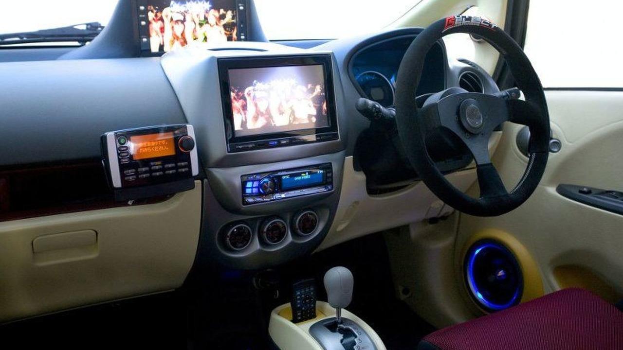 Mitsubishi FEAST i