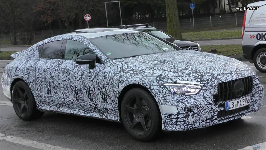 4 kapılı Mercedes-AMG GT Coupe yolda görüntülendi