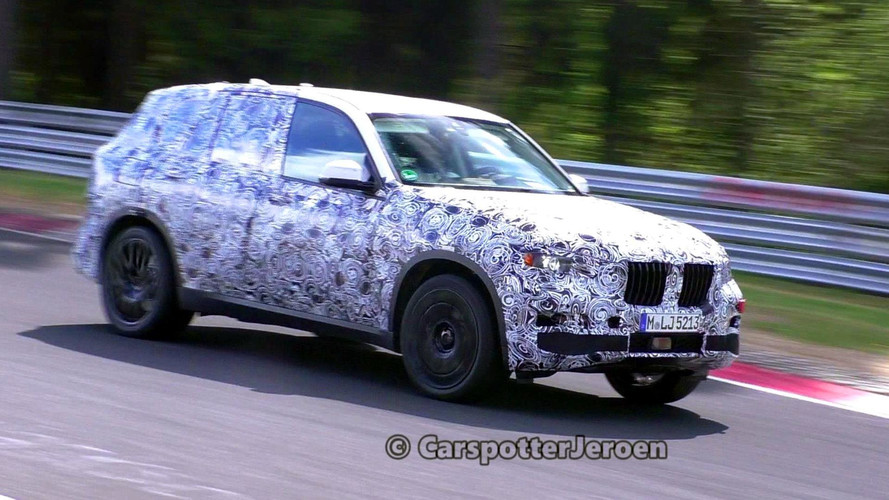 Big And Heavy BMW X7 Looks Quite Agile On Nürburgring