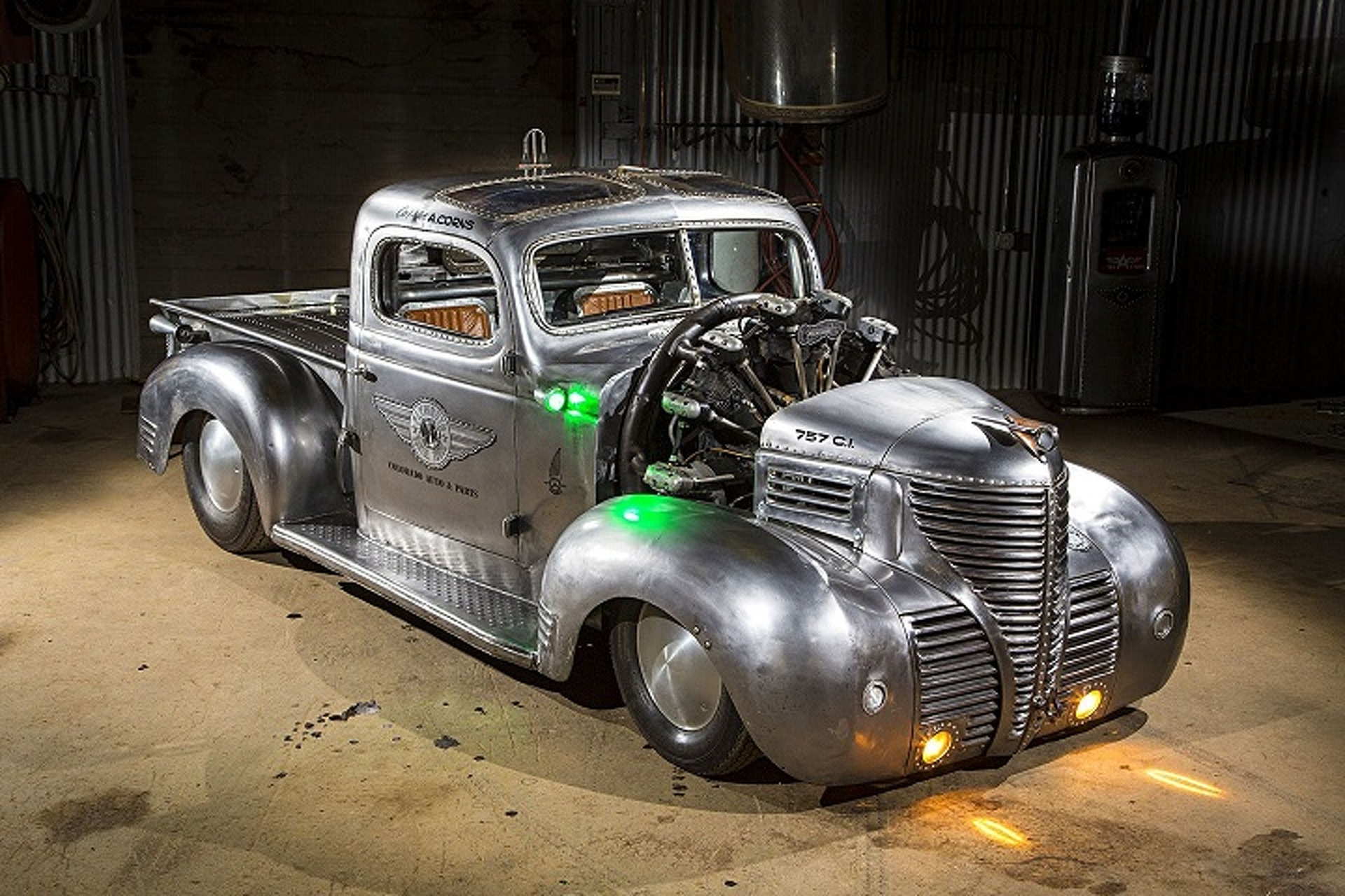 curieux montage - Page 6 1939-plymouth-pickup-hot-rod-is-an-apocalyptic-airplane-powered-piece-of-art