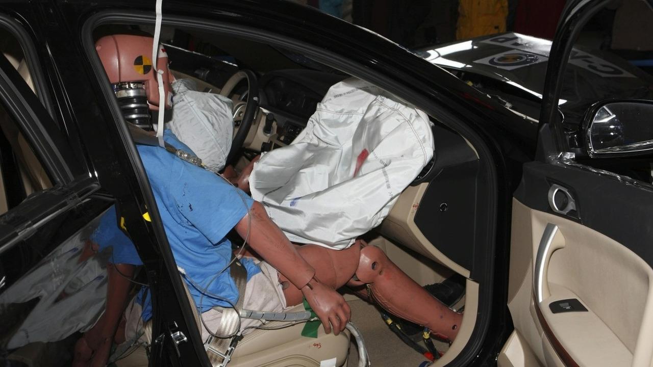 Roewe 550 C-NCAP crash testing
