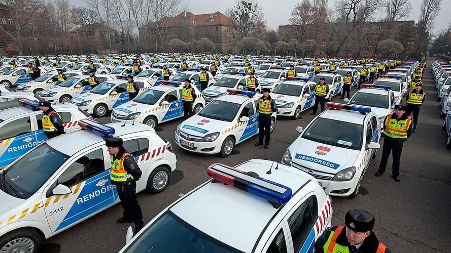 Háromszáz elektromos rendőrautóval bővülhet a rendőrség járműparkja