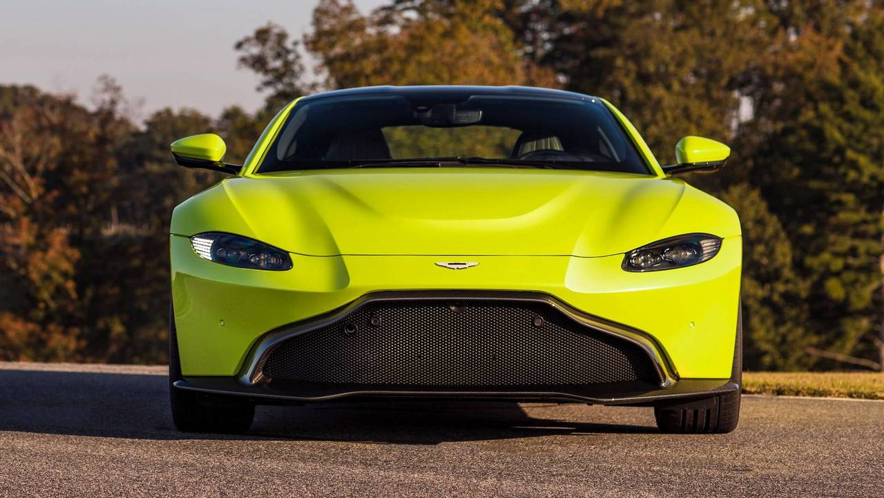 2018 aston martin vantage see the changes side by side. Black Bedroom Furniture Sets. Home Design Ideas