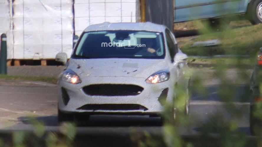 Photos espion - La future Ford Fiesta 2017 surprise avec un camouflage plus léger