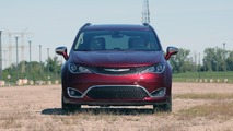 2017 Chrysler Pacifica Limited: Review