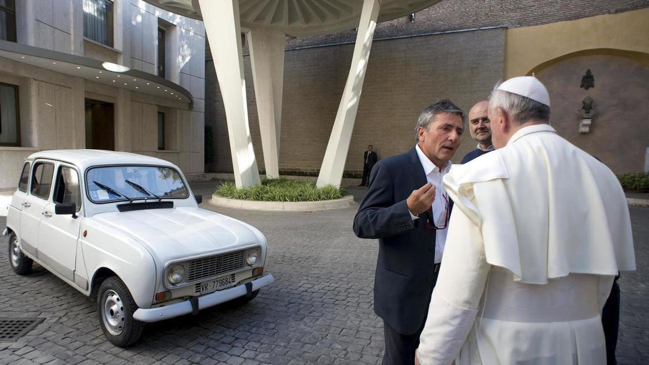 1984 Renault 4 Popemobile 13.09.2013