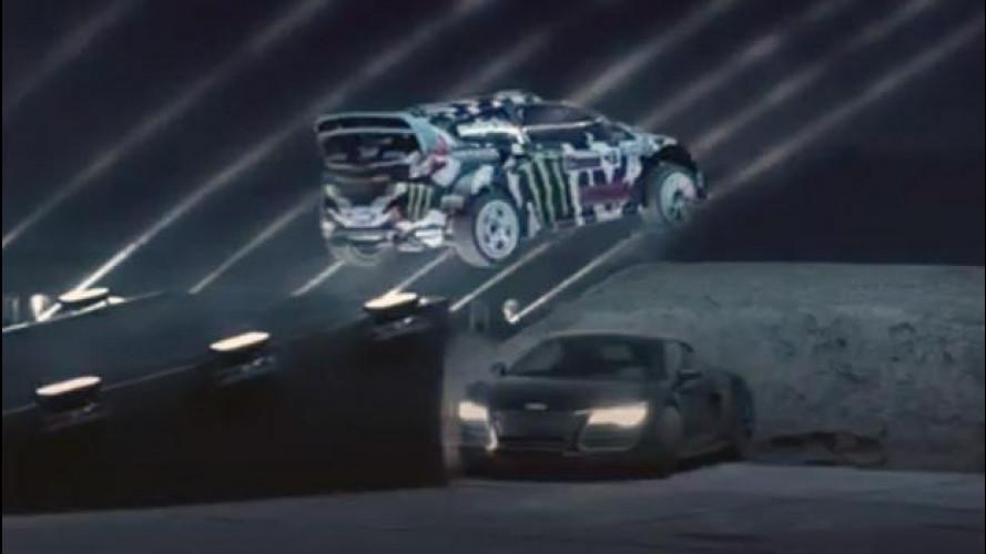 Incredibili acrobazie nella corsa al buio di Castrol [VIDEO]