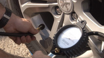 Misurare la pressione delle gomme