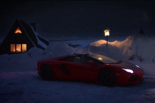Screw Reindeer, This Year Santa Has a Lamborghini Aventador Roadster