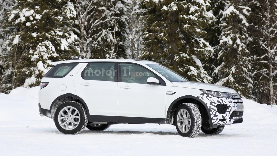 Land Rover Discovery Sport spied with modified front bumper