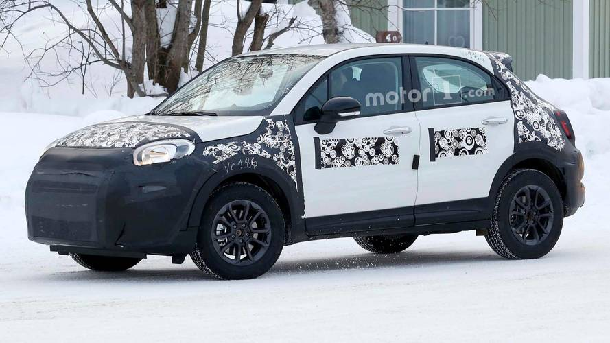 Fiat 500X Facelift Spied Getting Pizza With A Camouflaged Jeep