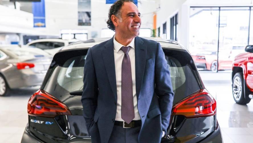 Cet homme a vendu 1582 voitures en une seule année !