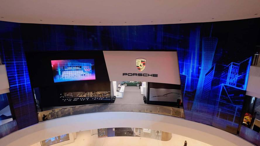 """Porsche Opens New """"Studio"""" Center In Chinese Mall To Sell Cars"""