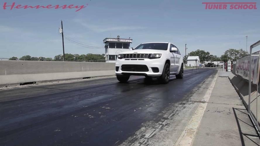 1026 beygirlik Jeep Trackhawk'ın hızlanmasını izleyin