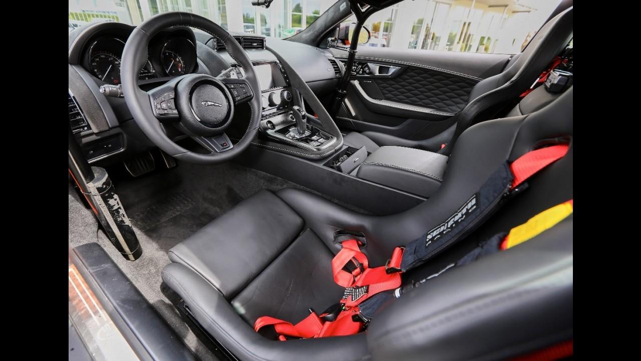 Jaguar leva clientes para
