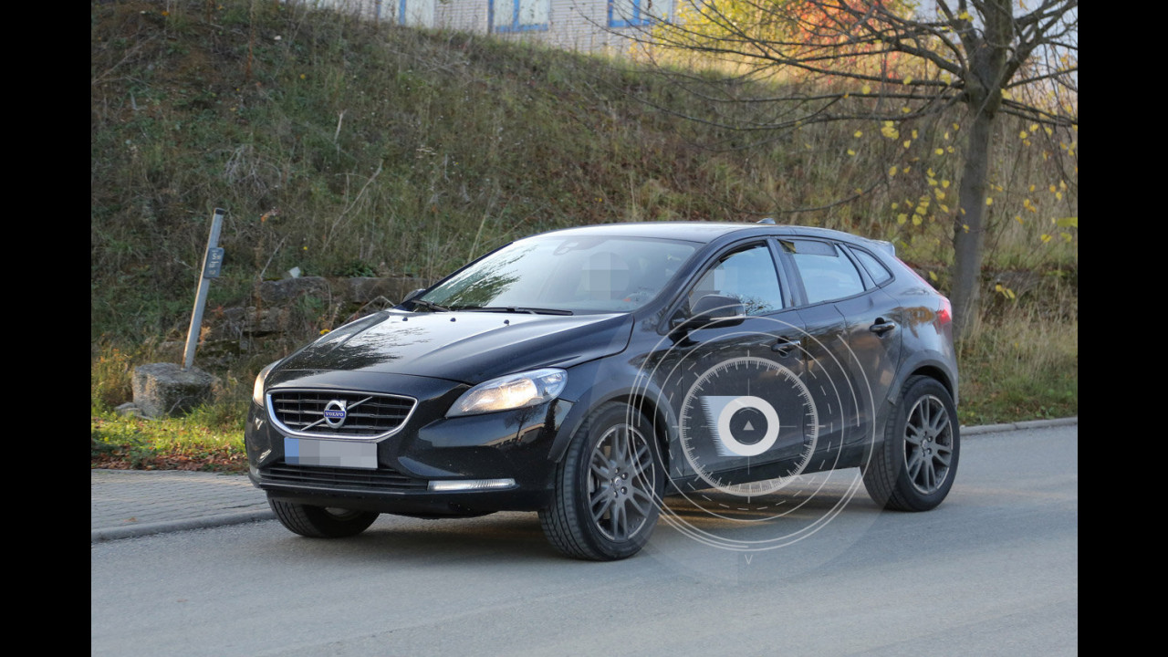 Volvo XC40, foto spia