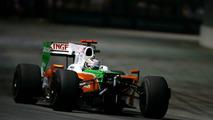 Adrian Sutil (GER), Force India F1 Team, nose cone off, crash, Singapore Grand Prix, 27.09.2009