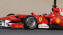 Ferrari tests 'shark fin' engine cover in Spain