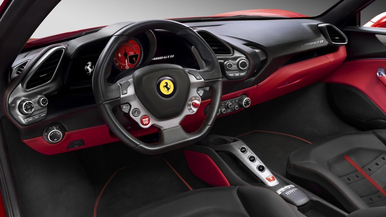 Ferrari'nin çift turbolu V8'i ödülleri silip süpürdü