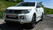 Mitsubishi L200 Over Rock
