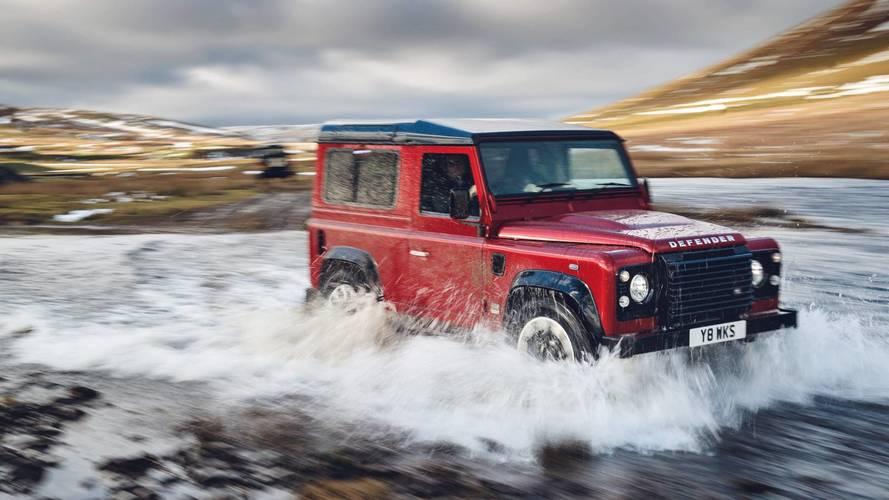 405 lóerős kiadással tisztelegnek a Land Rover Defender V8 előtt