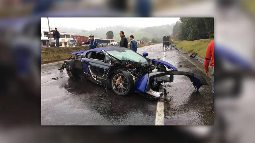 Egy McLaren 650S, egy Mercedes-AMG GT S és egy Porsche Boxster is összetört egy kolumbiai balesetben