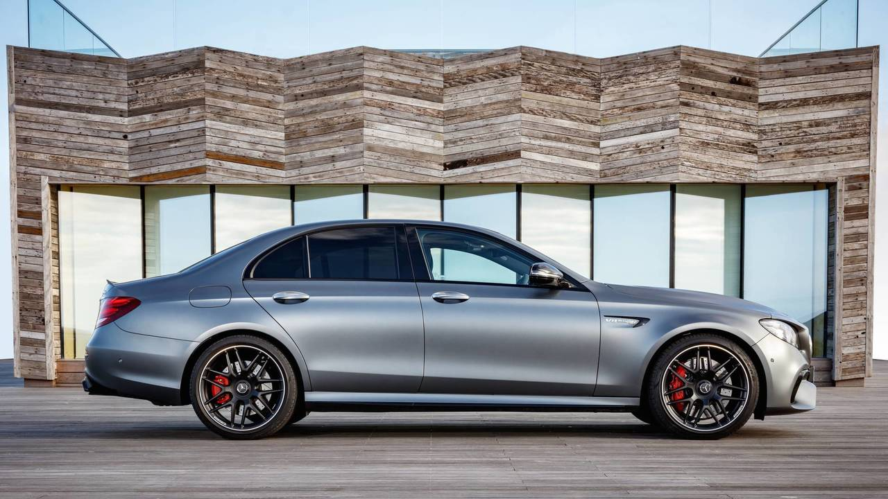 2017 mercedes amg e63 s first drive brutal but so much fun. Black Bedroom Furniture Sets. Home Design Ideas