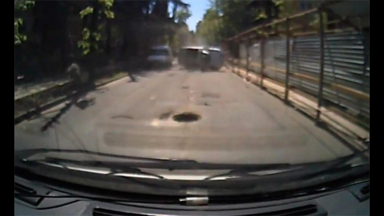 VÍDEO: Cuidado com os bueiros!