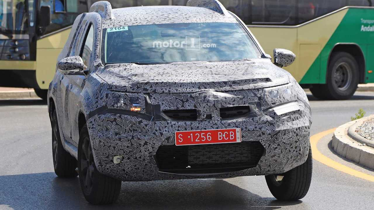 2018 dacia duster spied for the first time for Interieur duster 2018