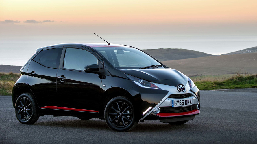 2017 toyota aygo review. Black Bedroom Furniture Sets. Home Design Ideas