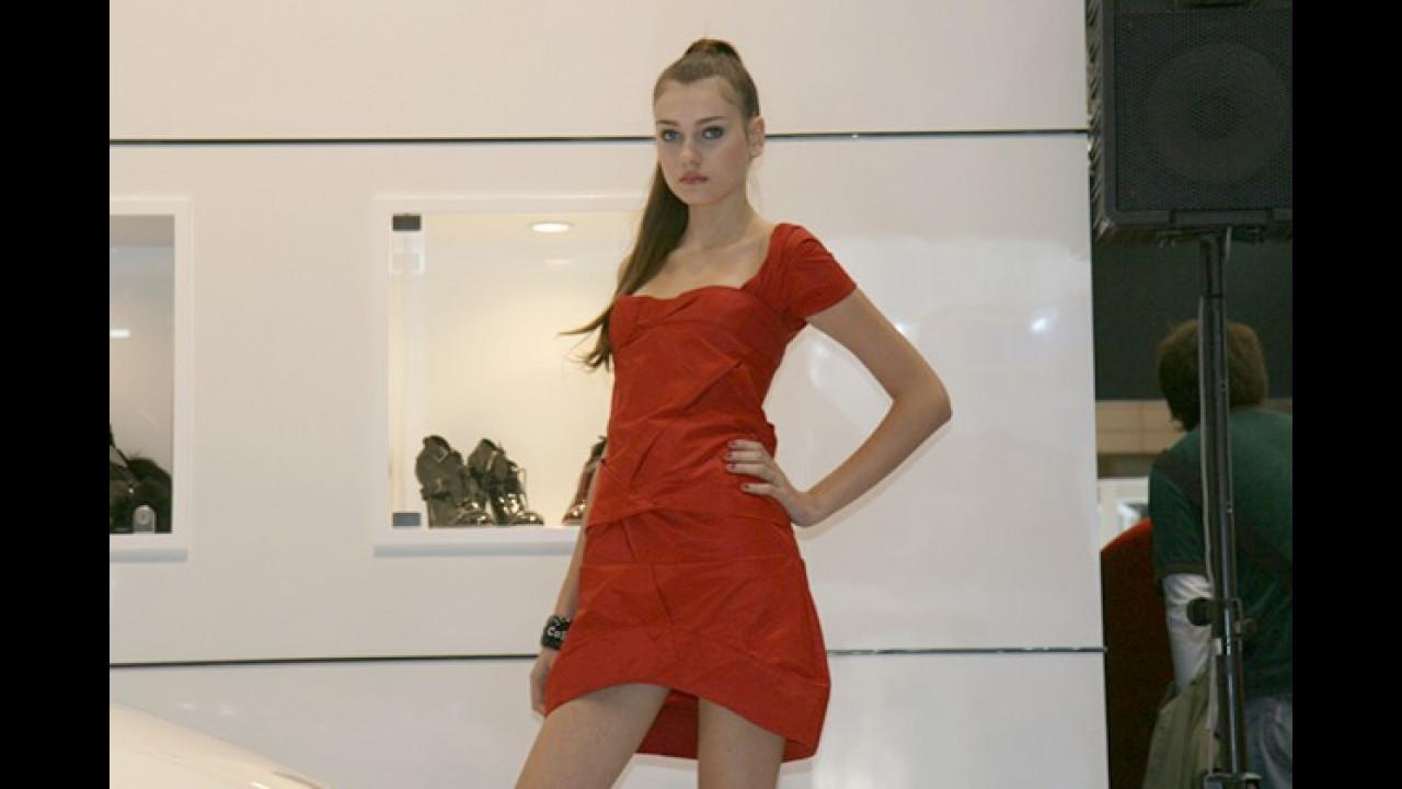 Offenbar hat Rotkleidchen viele hübsche Schwestern