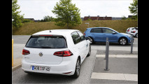Dieser VW parkt sich selbt
