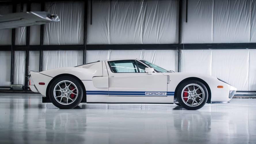 17 kilometredeki 2006 Ford GT açık artırmada