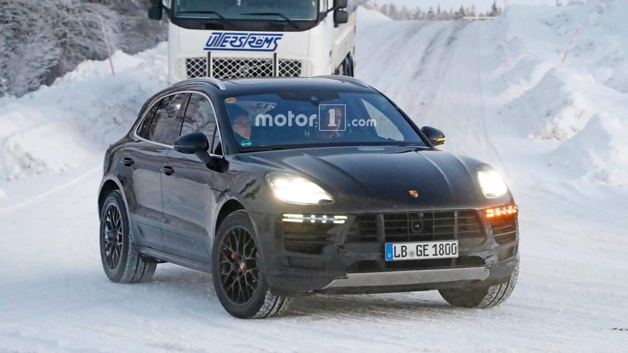 2018 Porsche Macan karlı casus fotoğraf