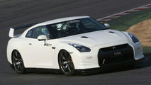 Amuse GT-R uses carbon fibre to reduce weight