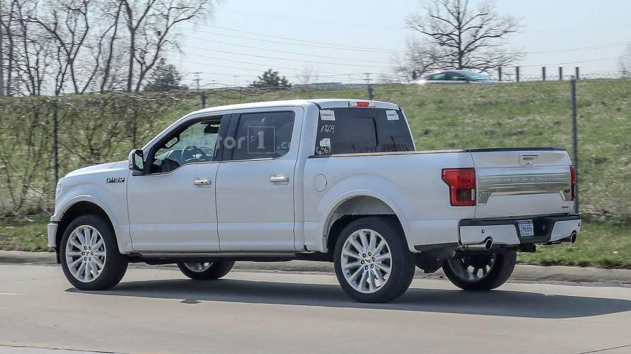 2019 Ford F-150 Limited çift egzozu ve tamponuyla görüldü