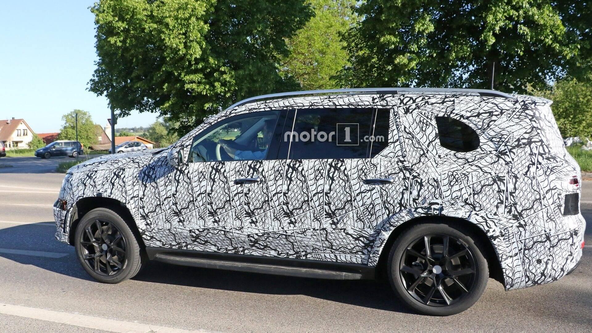 2018 - [Mercedes] GLS II - Page 3 2020-mercedes-gls-spy-photo