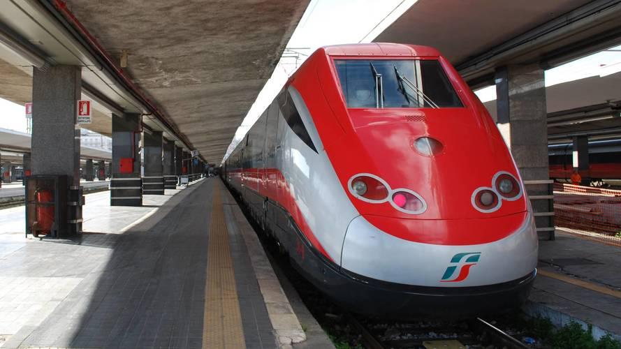 Viaggi, gli italiani preferiscono il treno, le auto al secondo posto