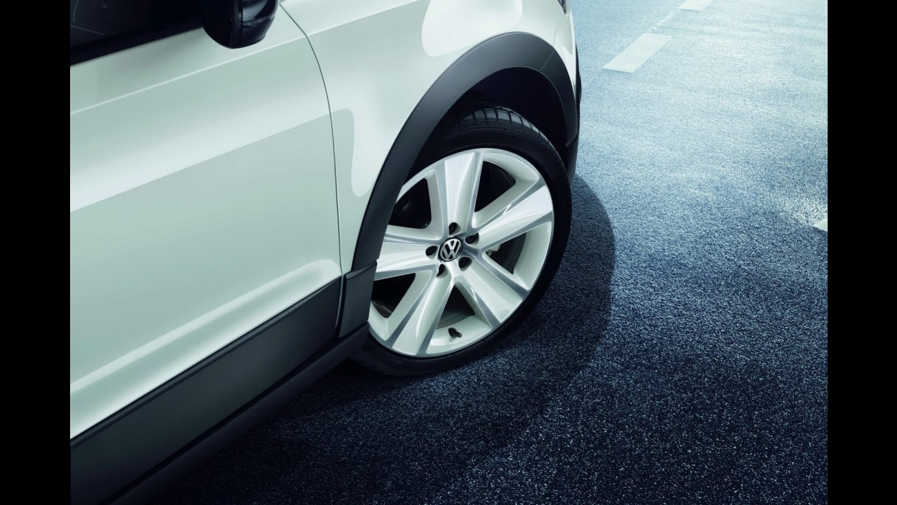 Volkswagen CrossPolo ganha série especial Urban White na Alemanha