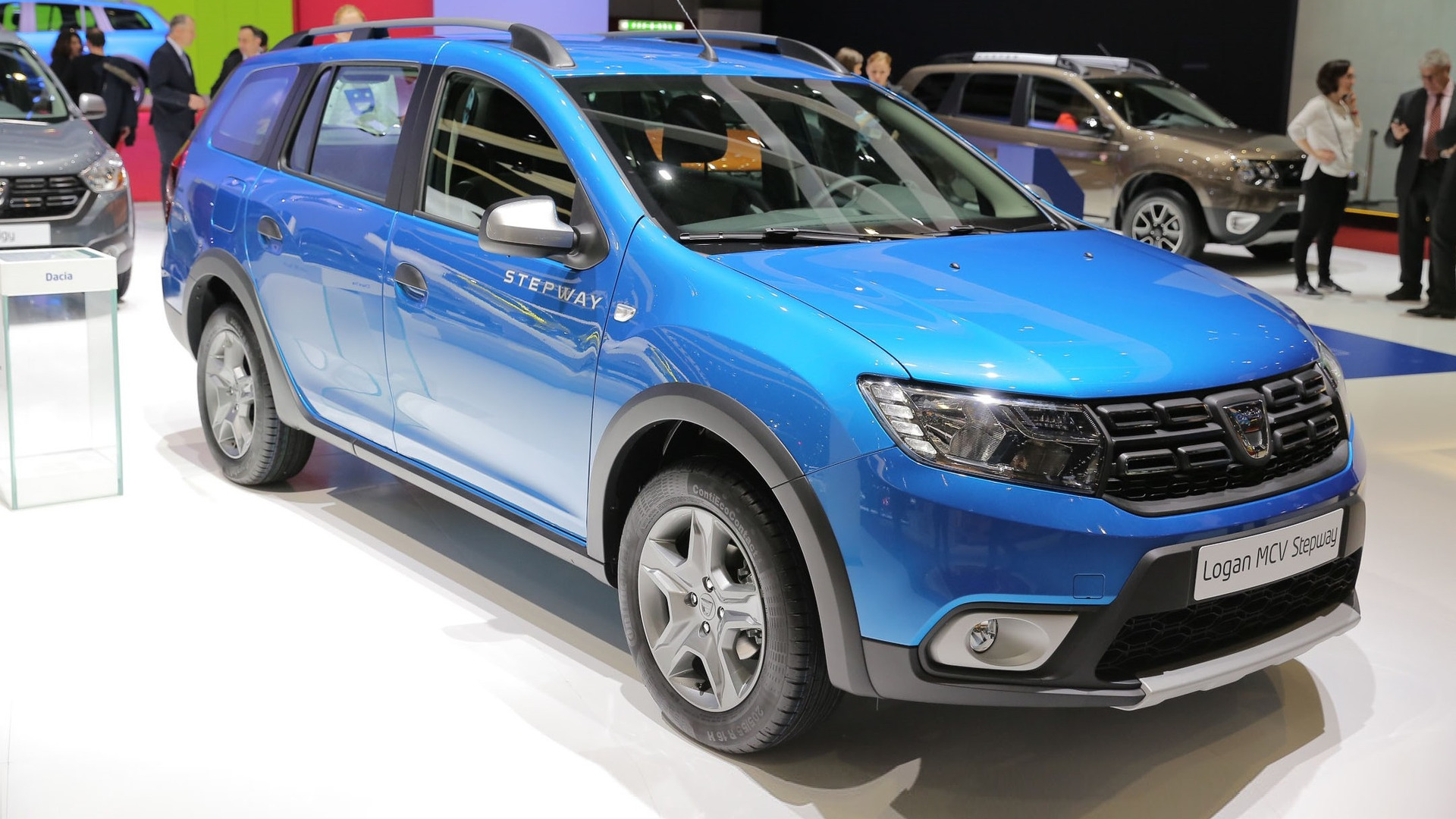 logan mcv stepway is by far dacia 39 s coolest car in geneva. Black Bedroom Furniture Sets. Home Design Ideas