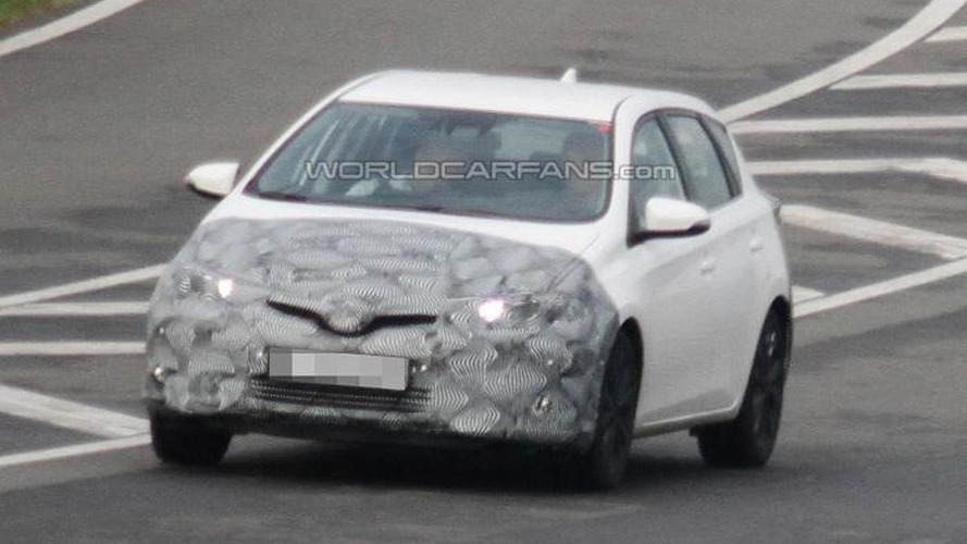 Toyota Auris facelift makes spy photo debut