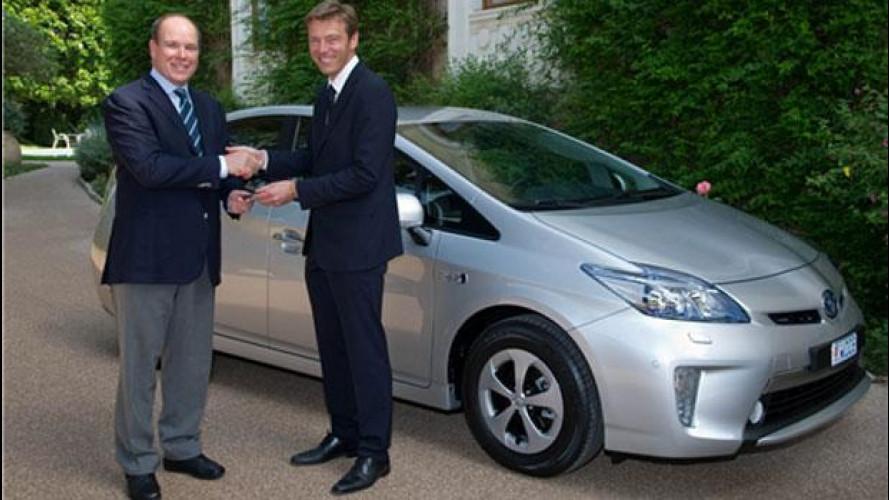 Toyota consegna la prima Prius Plug-In in Europa al Principe Alberto II di Monaco