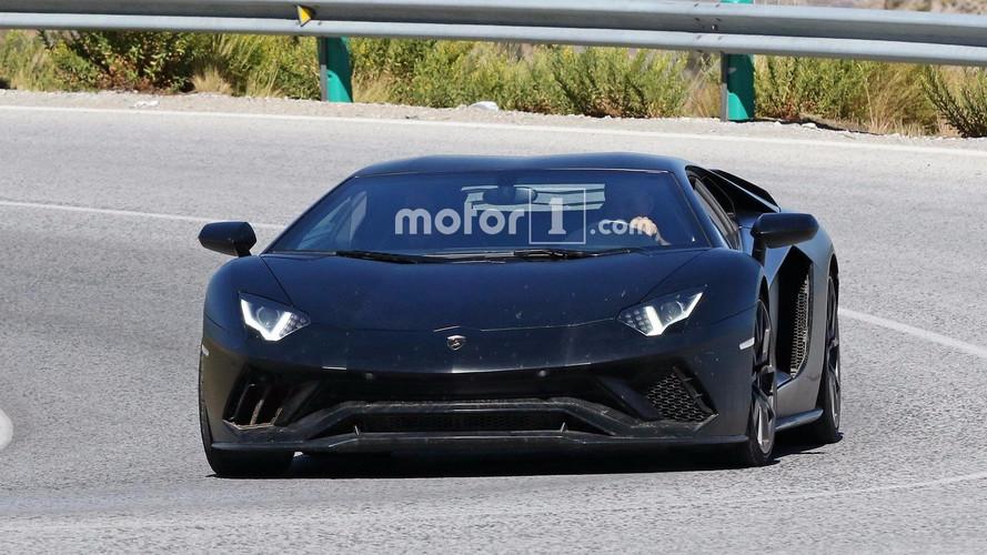 Lamborghini daha ateşli bir Aventador test ediyor