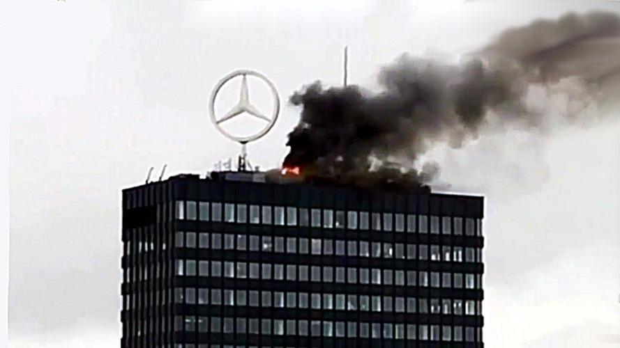 Berlin'deki ikonik Mercedes-Benz amblemi alevlerin arasında kaldı