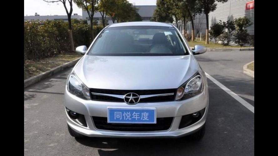 JAC J3 Turin reestilizado é flagrado sem disfarces na China - Modelo será apresentado em Pequim