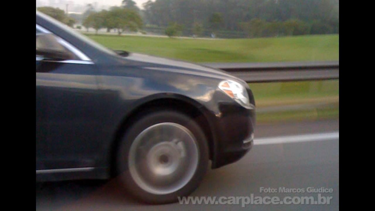 Leitor flagra o novo Chevrolet Malibu no Brasil