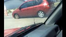 Vídeo: mulher dirige Kia Carens com pneu em chamas nos EUA