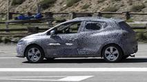 2013 Renault Clio prototype spy photo