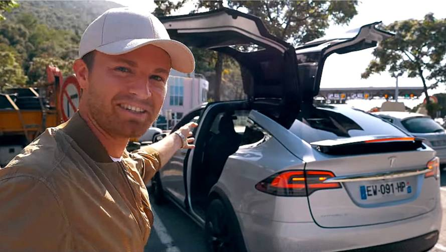 Nico Rosberg'in Tesla Model X ile çektiği VLOG'unu izleyin