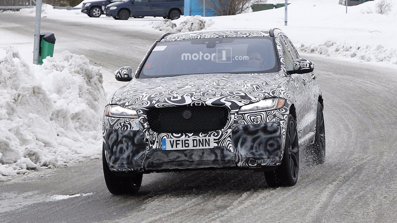 jaguar f pace svr spied getting ready to fight porsche macan turbo. Black Bedroom Furniture Sets. Home Design Ideas